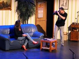 Boris ontvangt Chantal en overtuigd haar ervan dat hij de fotograaf is